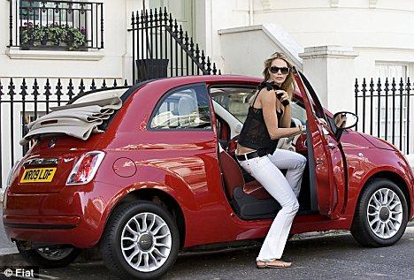 Fiatın mini arabası fiat 500 otomatik vites ve bayanları gözde arabaları arasında